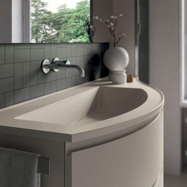 Meubles de salle de bains courbes avec plans de toilette en Mineralsolid arrondis brillants et mats comme les façades